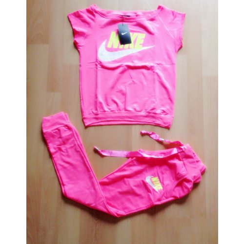 damen nike anzug sportanzug jogginganzug traininganzug neon pink rosa s 36 38 m dchenflohmarkt. Black Bedroom Furniture Sets. Home Design Ideas