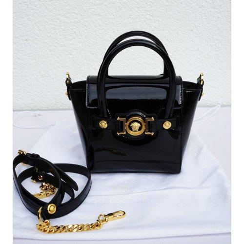 versace signature tasche lackleder lacktasche bag mit kette. Black Bedroom Furniture Sets. Home Design Ideas