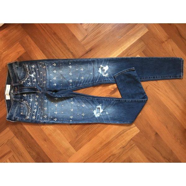 Abercrombie and Fitch Jeans mit Strass Steinen bestickt