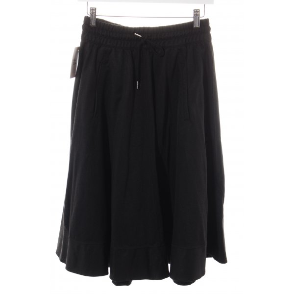 Adidas Glockenrock schwarz sportlicher Stil