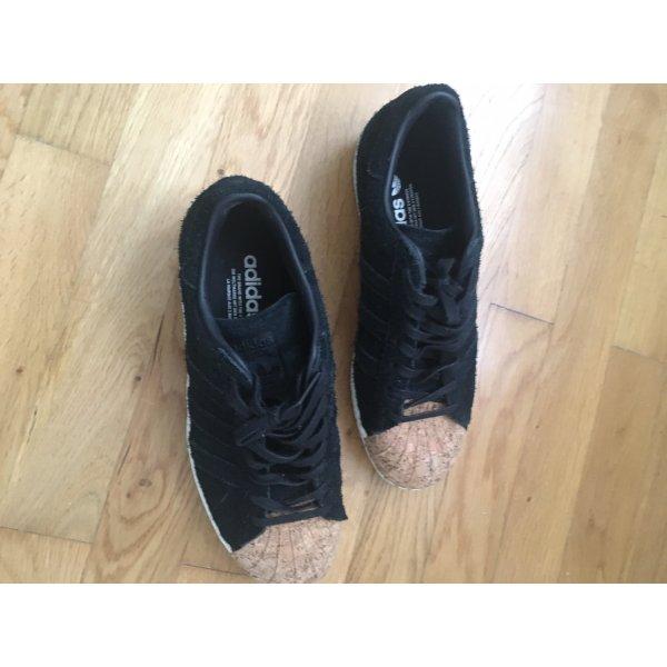 Adidas schwarze Sneaker mit Kork