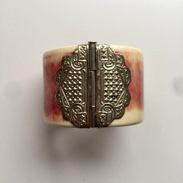 Antiker indischer Armreif mit Silberbeschlägen