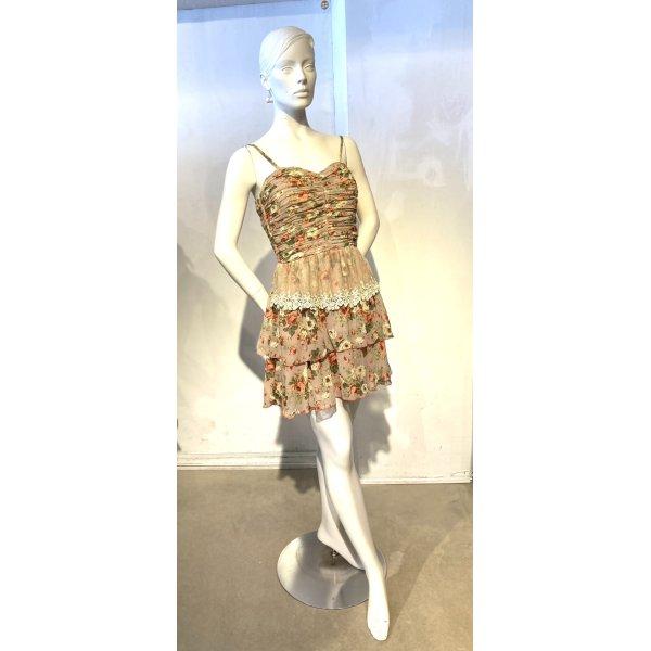 Ausgefallenes Sommerkleid mit Volants und Spitze