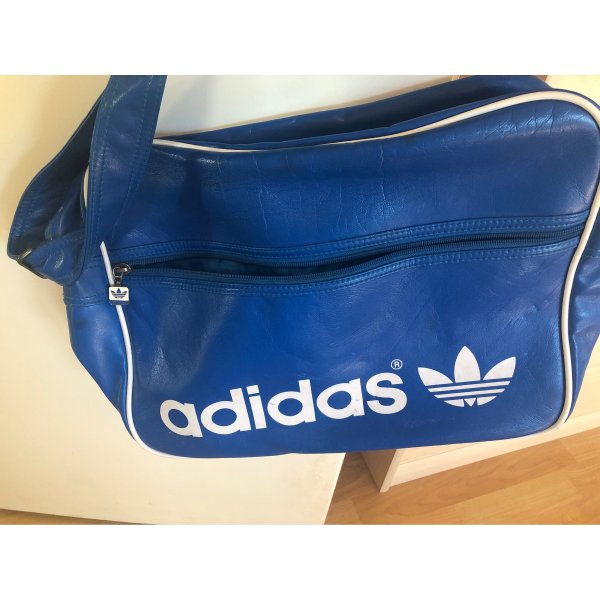 Blaue Adidastasche