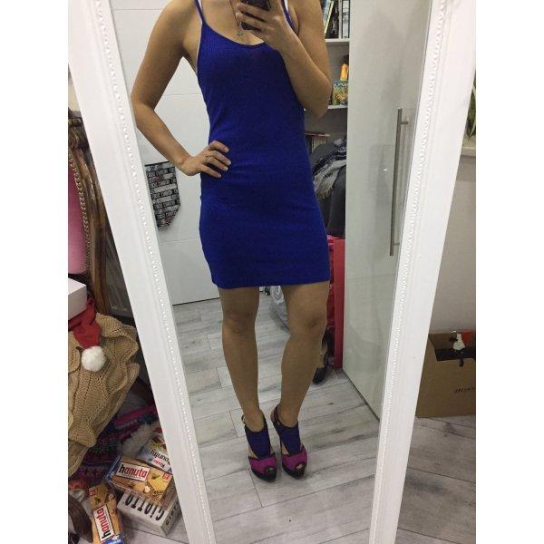 Blaues enges Kleid