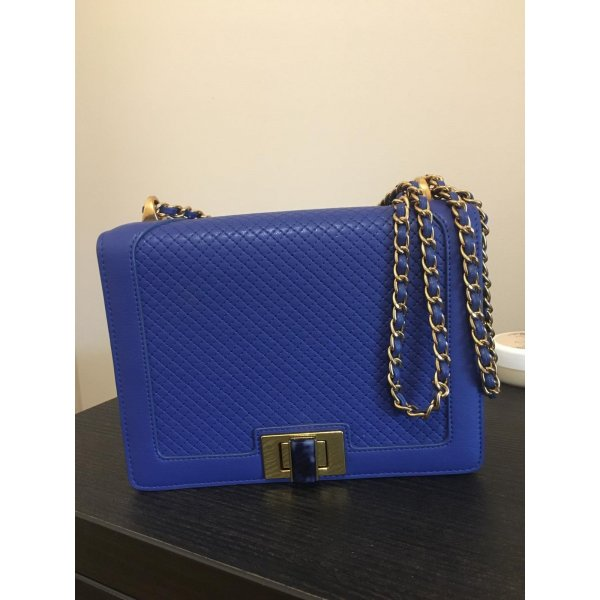 Blue bag with chain