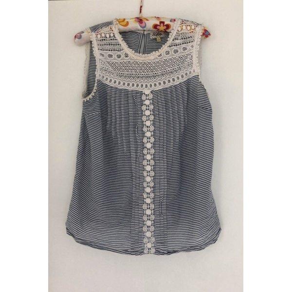 Bluse blau weiß spitze feminin gestreift muster tailliert