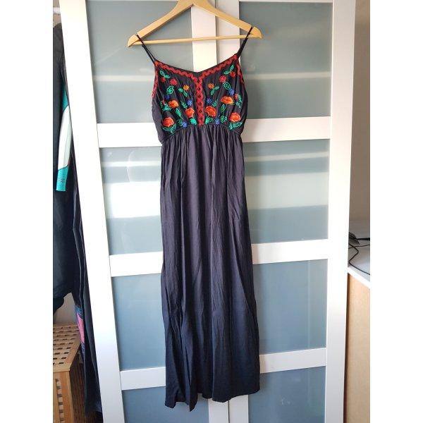Bodenlanges Kleid mit Stickerei
