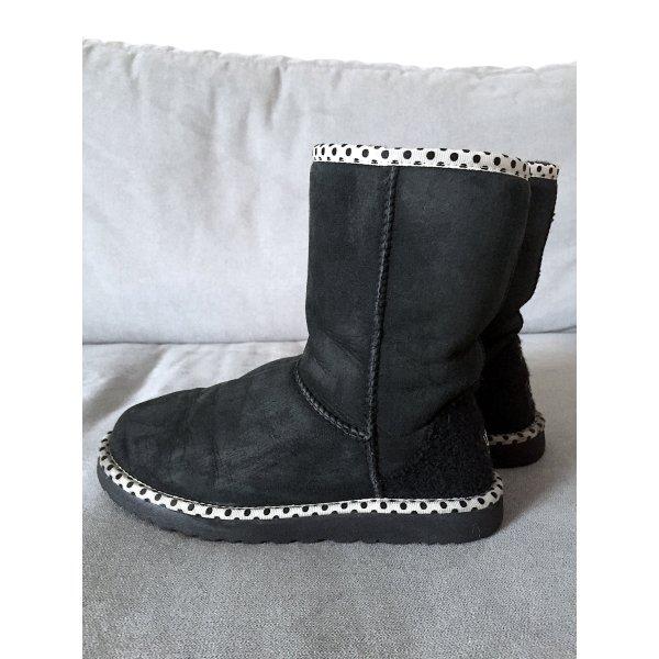 Boots UGG classic short polka dot schwarz weiß punkte wildleder winter