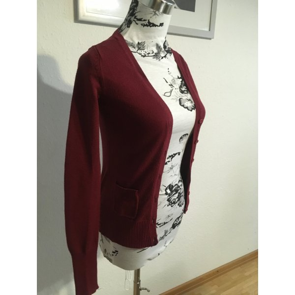 Bordeaux roter Cardigan