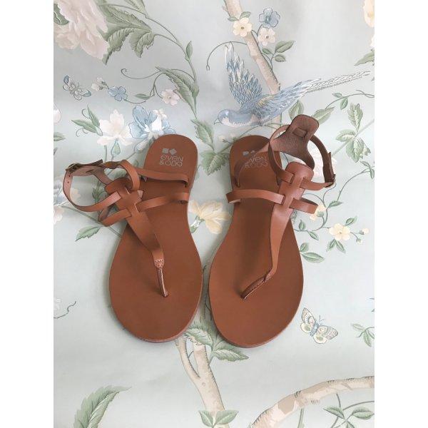 Braune Zehentrenner-Sandalen