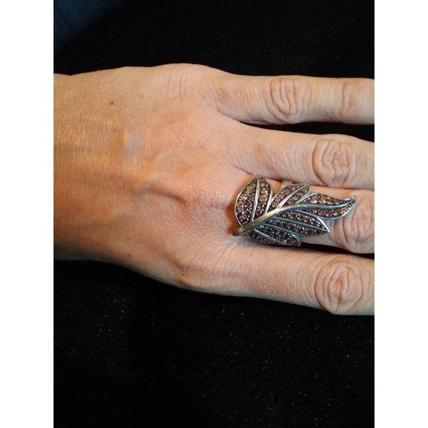 Brunette aufgepasst! Herbstlaub-Ring mit braunen Zirkonia-Pavé-Steinen