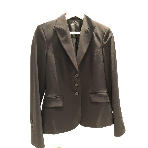 Business Anzug schwarze Hose Blazer tailliert eng schöne Details