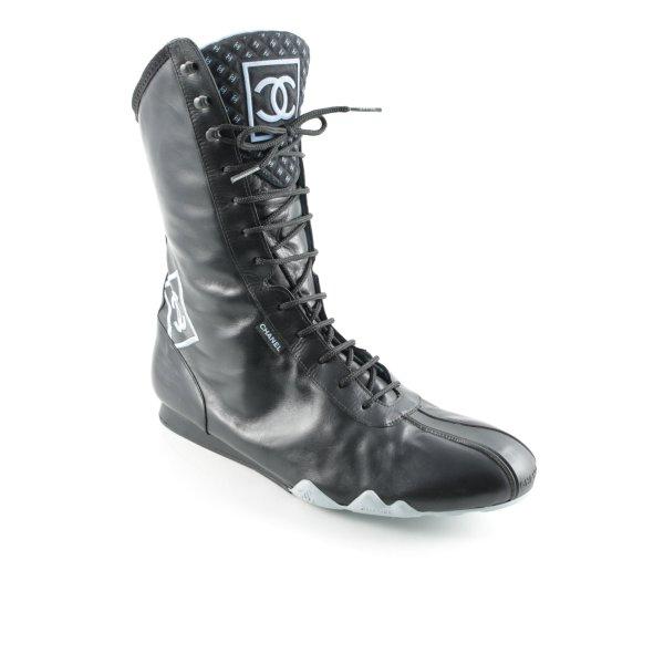 Chanel Schnürstiefel schwarz-babyblau Street-Fashion-Look