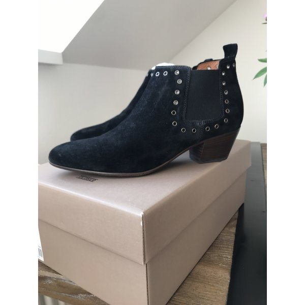 Closed Ankle Boots
