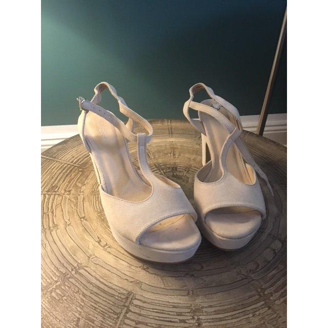 Cremeweiße Sandalette Gr. 38