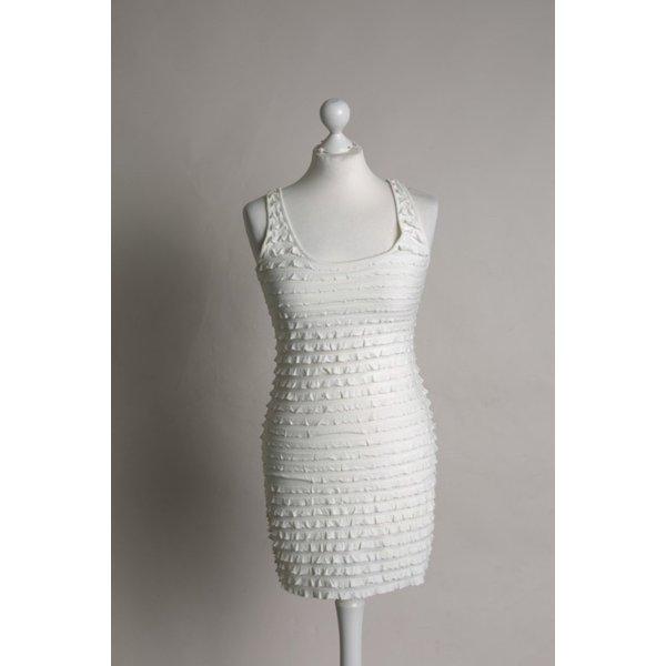 Cremeweisses Kleid mit kleinen Volants