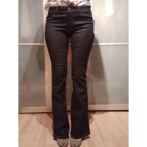 dunkelblaue Jeans Größe 36 mit ausgestelltem Bein