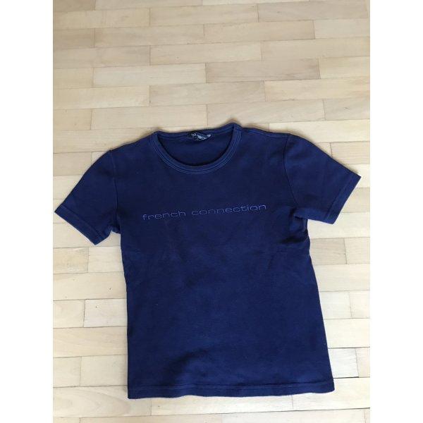 Dunkelblaues T-Shirt mit Markenschriftzug