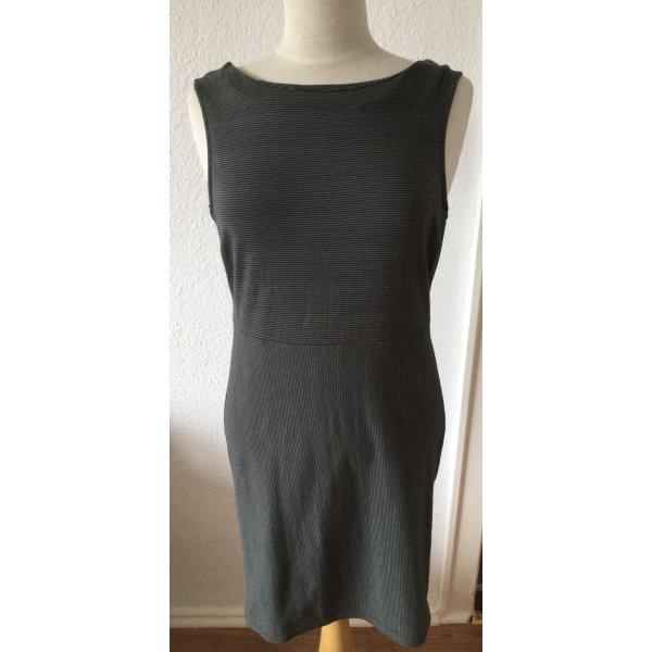 Dunkelgrünes Kleid mit tiefem Rückenausschnitt