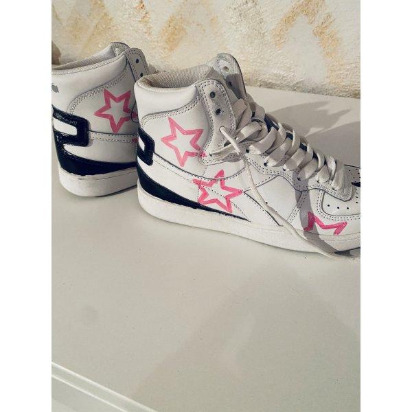 Edition. Seltene und handbemalte Sneaker von Diadora