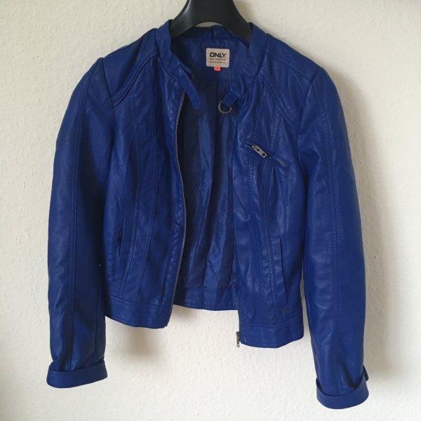 extravagante blaue jacke