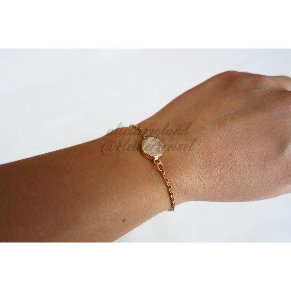 Filigranes Armband mit Edelstein in weiß