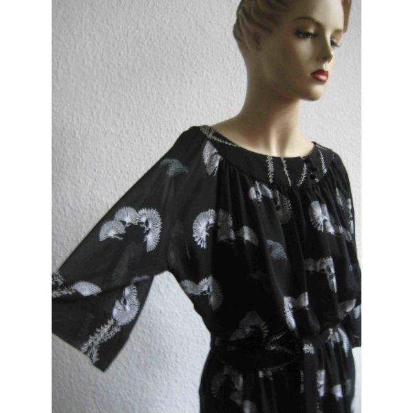 Fließend fallendes Kleid von Zara, schwarz, leicht aisiatischer Muster-Style