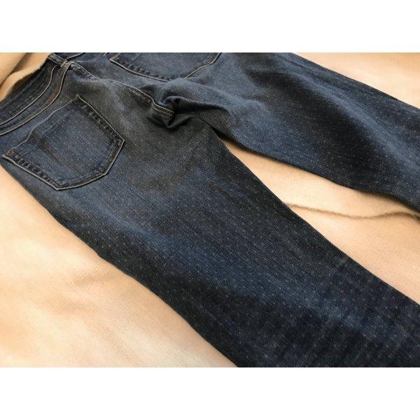 Gepunktete blaue Jeans