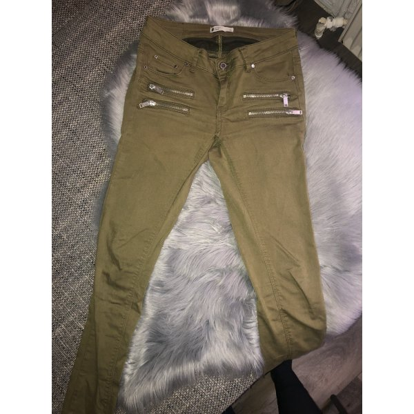 Gina Tricot Hose khaki silberne Details eng