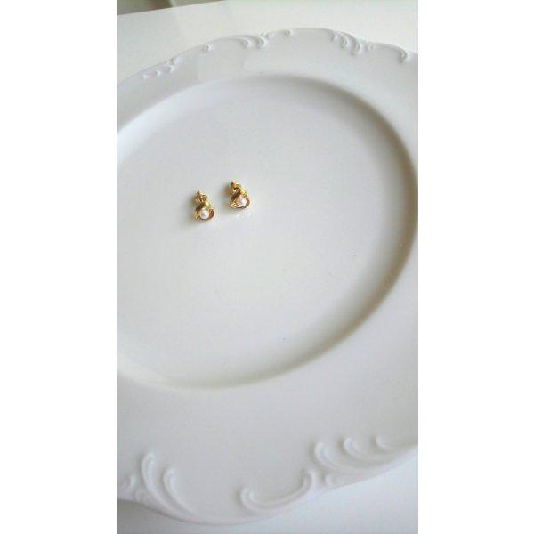 goldfarbene Ohrringe gewölbte Herzen mit Perle