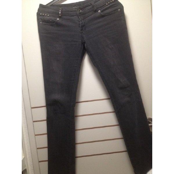 Graue Jeans mit Nieten