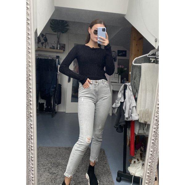 Graue Jeans mit Rissen