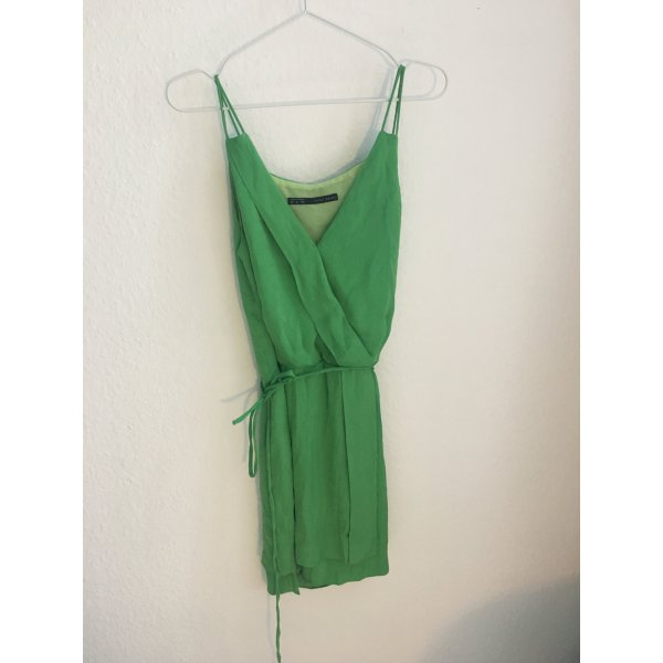 Grünes Kleid in Wickeloptik