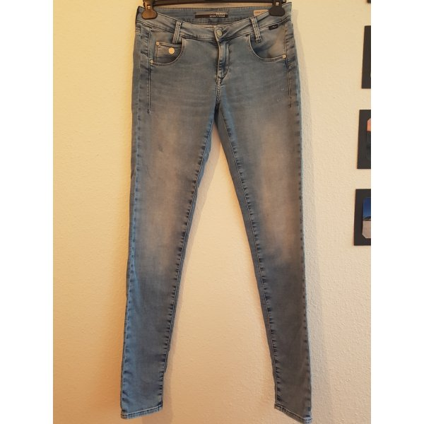 Hellblaue MAVI-Jeans (SPORTY DENIM, SERENA, Low-Rise)