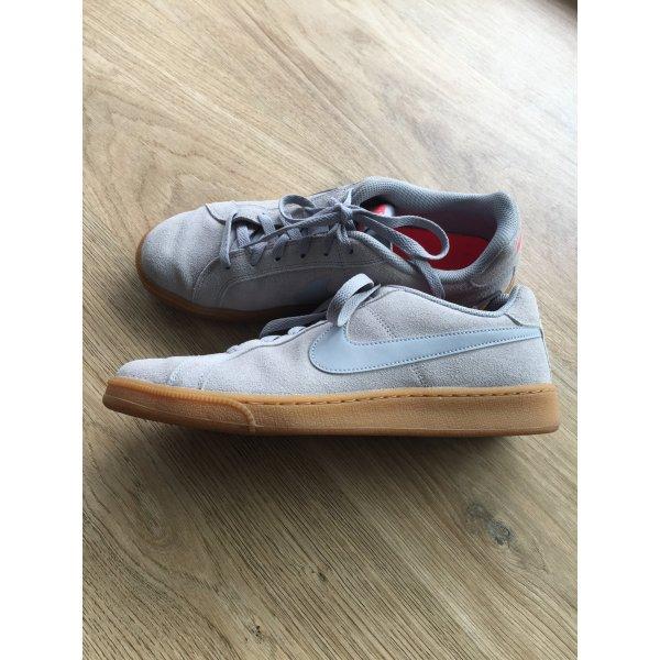 Hellgrauer Rauhleder-Sneaker von Nike