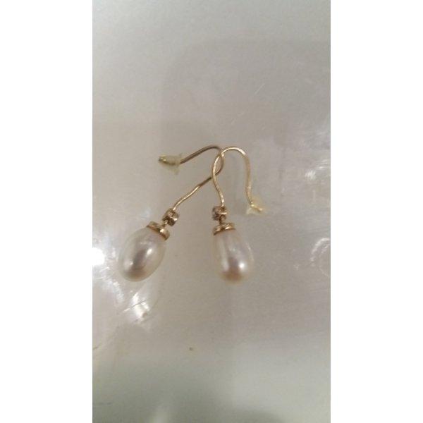 Hochwertige Ohringe mit Perle