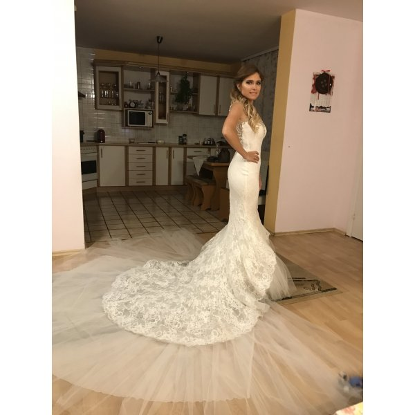 Hochzeitskleid von Atelier Pronovias