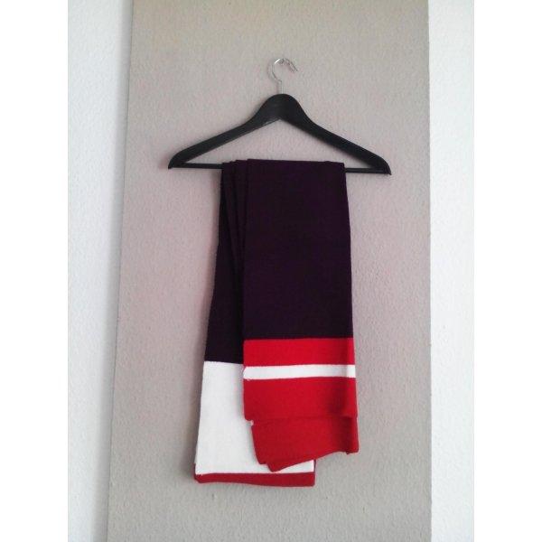 hübsches gestricktes Schal