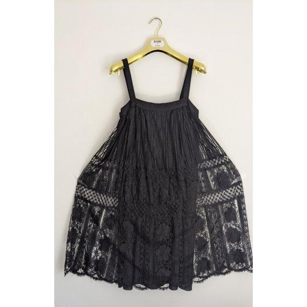 Hübsches und elegantes Babydoll Kleid doppellagig mit schönem Spitzen Stoff