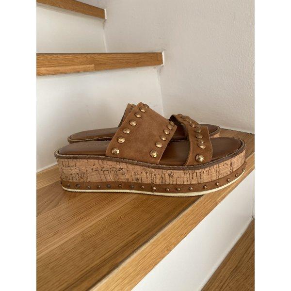 Inuovo: sandale in Cognac Farben mit Plateau