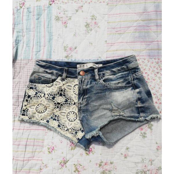 Jeansshorts mit Spitze