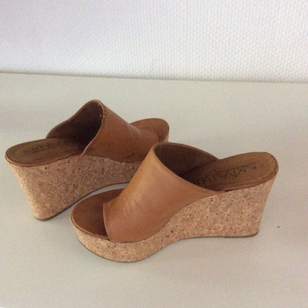 Platform High-Heeled Sandal brown
