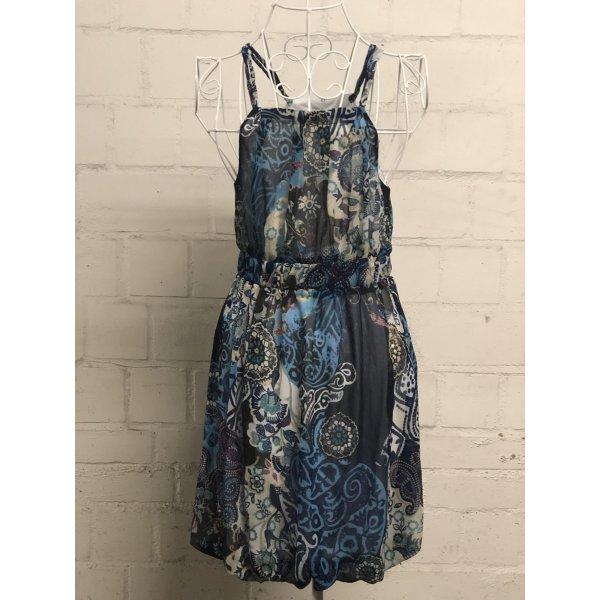 Kleid in Musterung