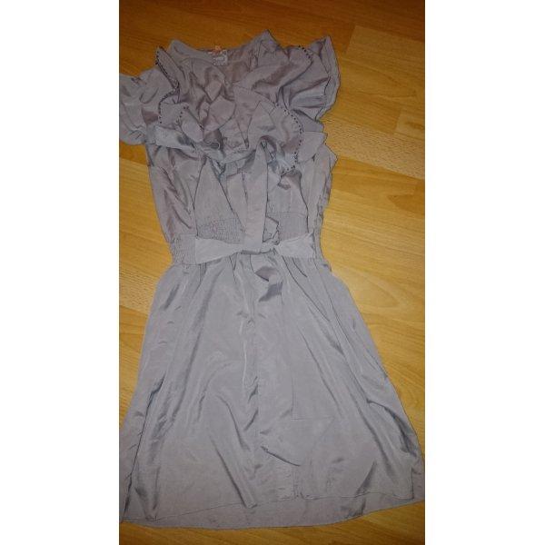 Kleid oder Tunika in hellgrau mit Rüschenbesatz