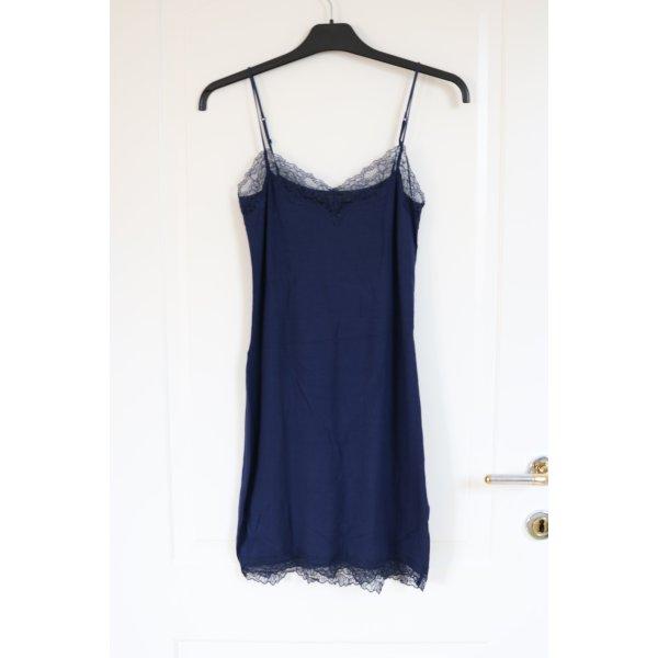 Kleid/Unterkleid mit Spitzendetails