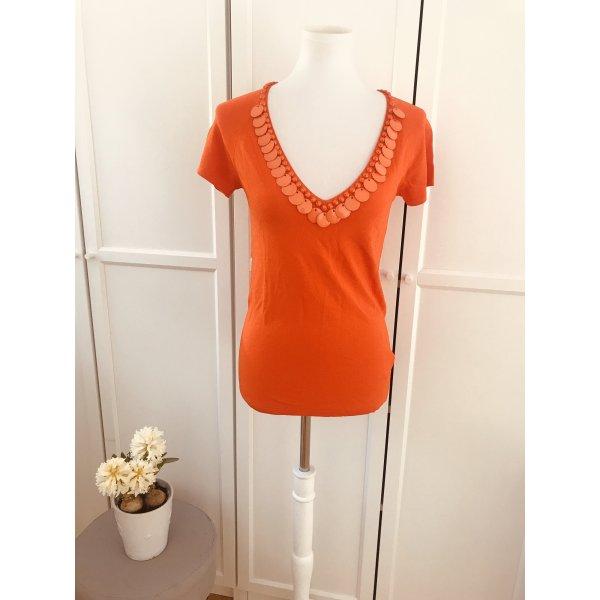 Knallig orangefarbenes Shirt