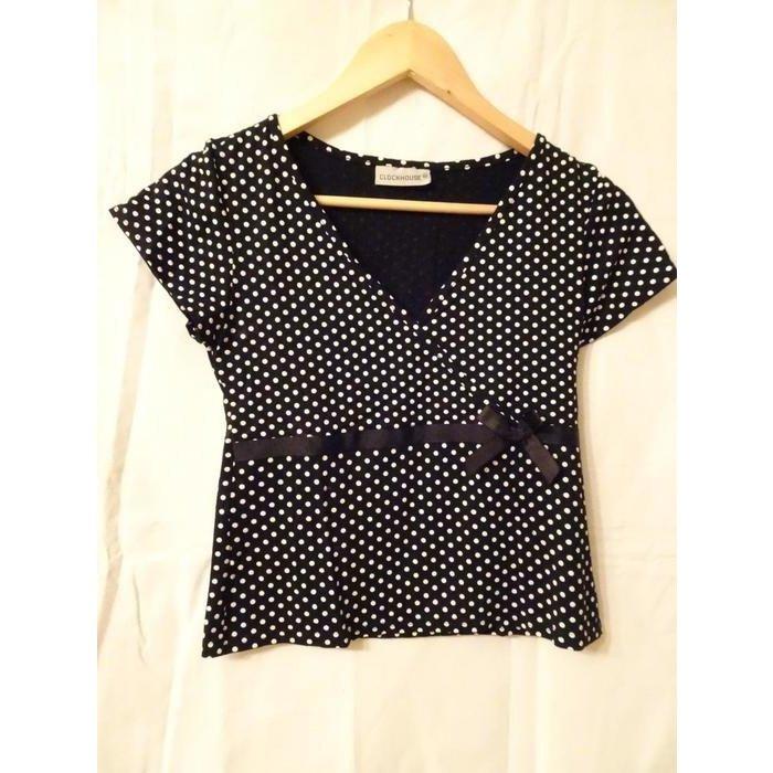 kurzes schwarzes shirt mit weißen punkten und schleife in gr. 36