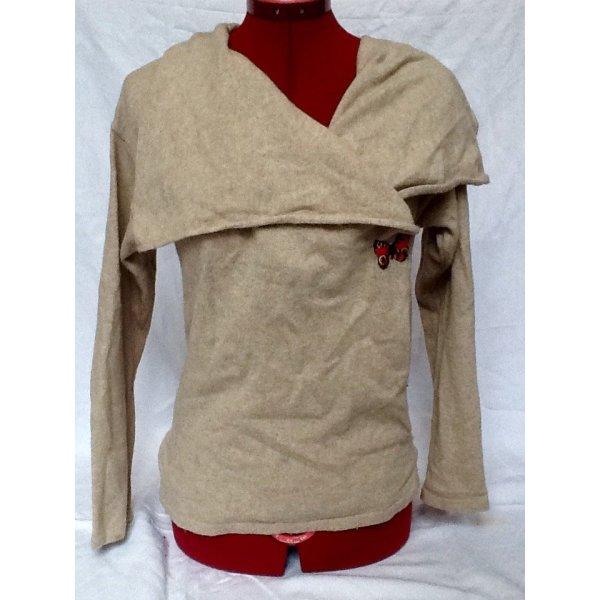Kuschelliger Woll- Pullover mit asymetrischen Kragen