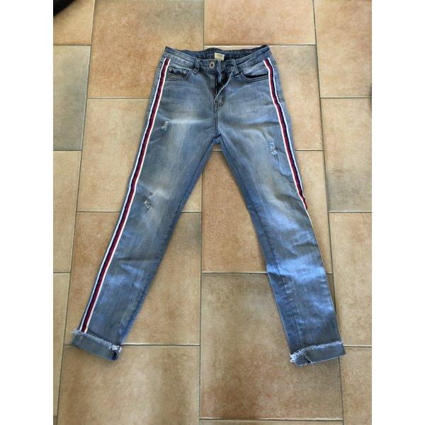 Lässige dehnbare Jeans mit Seitenstreifen